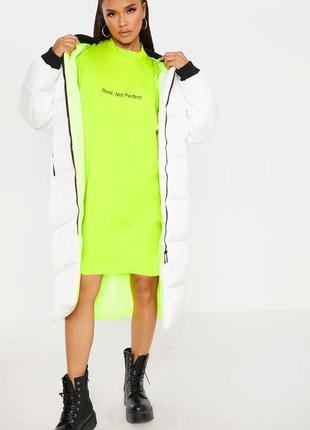 Prettylittlething. товар из англии. лаймово-неоновое платье в ...