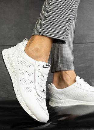 Женские кроссовки белые кожаные