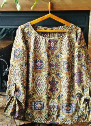 Стильная шёлковая блузка с восточным принтом.