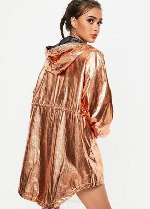 Крутая куртка оверсайз металлик missguided