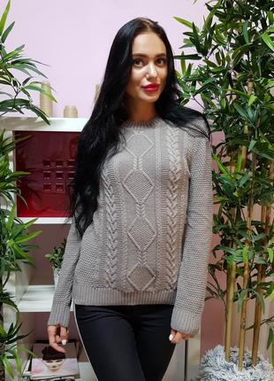 Красивый вязаный свитер с рельефным узором 231
