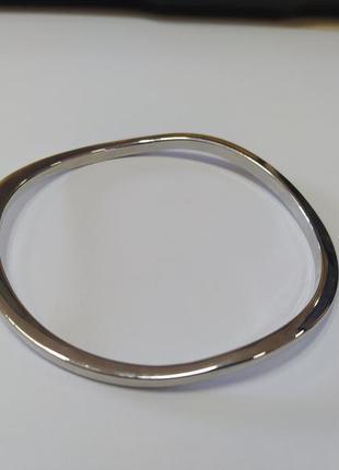 Стильный волнистый металлический браслет