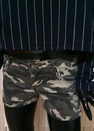 Модные шорты с заклепками размер l.