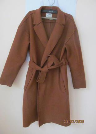 Актуальное пальто на весну верблюжьего цвета