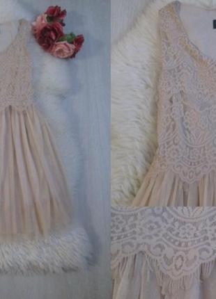 Шикарное платье с пышной юбкой.