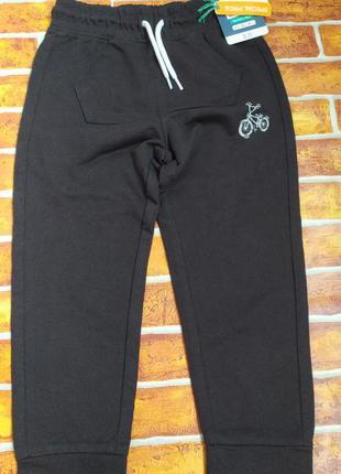 Спортивные штаны для активного мальчика