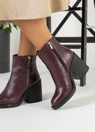 Бордовые женские ботинки