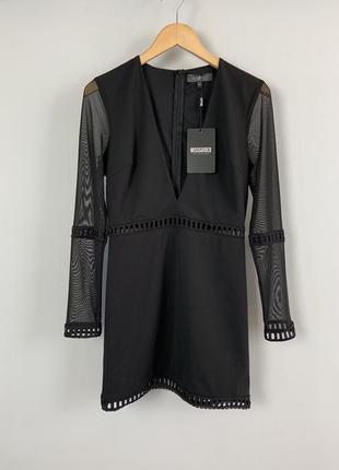 Привлекательное вечернее платье с v-образным декольте и рукава...