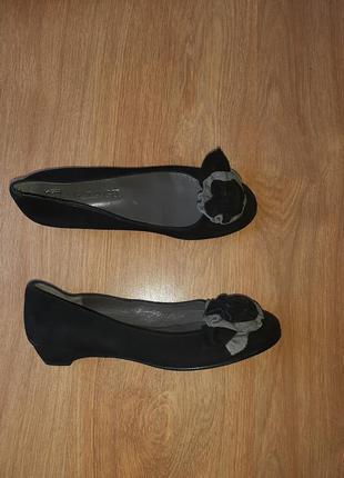 Шикарные замшевые туфли adelagil(испания)