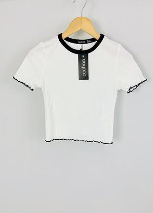 Стильный качественный белый топ футболка в рубчик с черными кр...