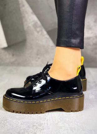 36-40. трендовые лаковые туфли на шнурках броги на массивной п...