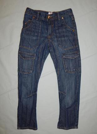 Джинсы модные  на мальчика 8-9 лет