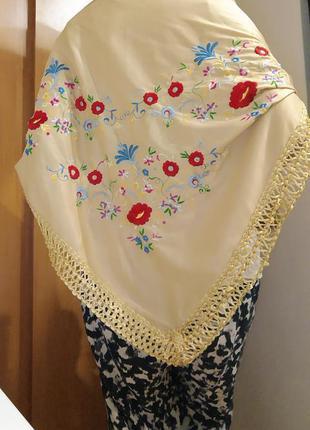 Платок красивый с вышивкой