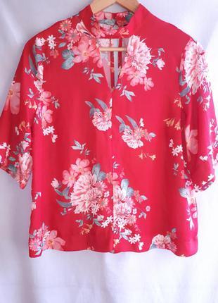 Красивая блузочка в цветочный принт раз. s