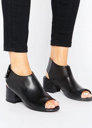 Натуральные кожаные босоножки на блочном каблуке h by hudson