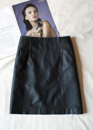 Черная кожаная юбка мини с карманами h&m, размер м