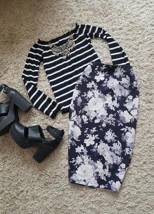 Шыкарная юбка-карандаш в цветочный принт в идеальном состоянии...