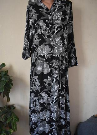 Длинное легкое платье с принтом большого размера
