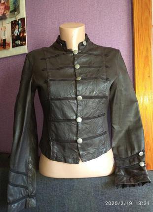 Стильная куртка, натуральная кожа в отличном состоянии