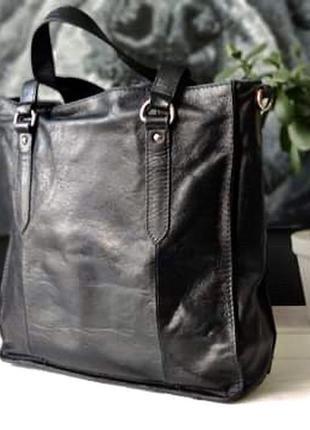 Крупная сумка из натуральной кожи.