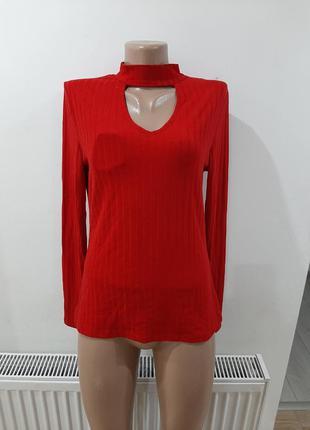 Стильная блузка с чокером