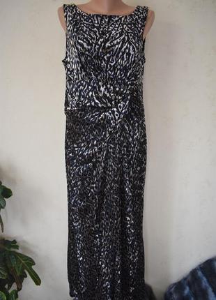 Длинное красивое платье с принтом большого размера