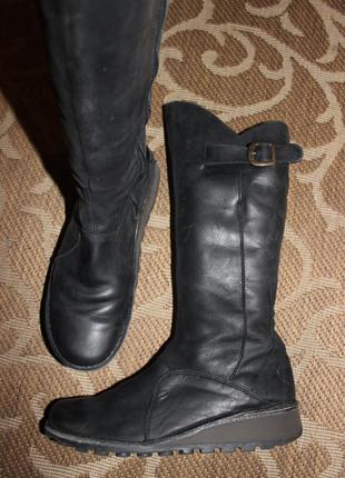 Круті шкіряні чоботи відомого бренду fly london