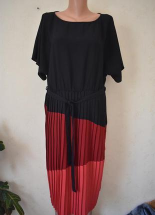 Новое красивое платье с плиссированной юбкой большого размера