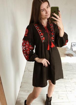 Платье с вышивкой и объемными рукавами с завышенной талией