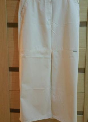 Джинсовая юбка, белая с разрезом