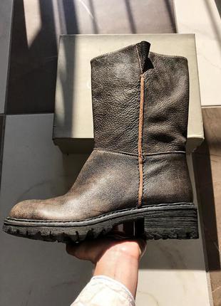 Новые кожаные сапоги с широким голенищем united colors of bene...