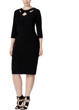 Эффектное платье  миди батал с акцентным вырезом и рукавами 3/...