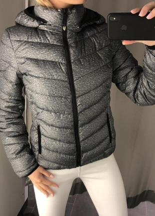 Демисезонная дутая куртка серая курточка на синтепоне. amisu.