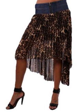 Юбка асимметричной длины с джинсовой кокеткой в леопардовый пр...
