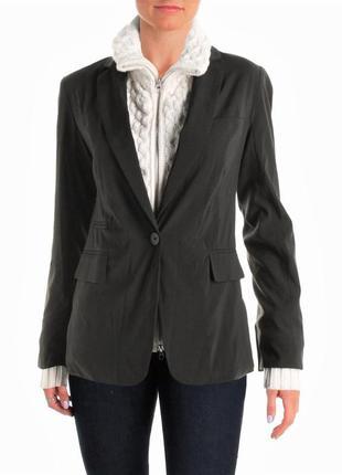 Стильный пиджак  с отстегивающимися довязами белого цвета