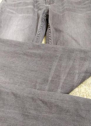 Крутецкие стрейчевые мужские джинсы с зигзагами