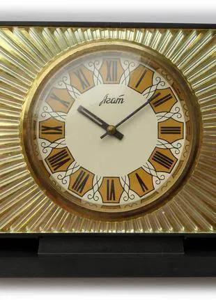 №1 АГАТ качественные механические, настольные часы сделано в СССР