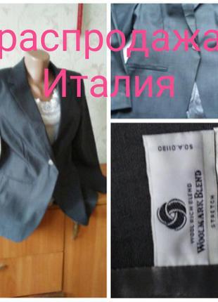 Качественный  фирменный  пиджак оригинал