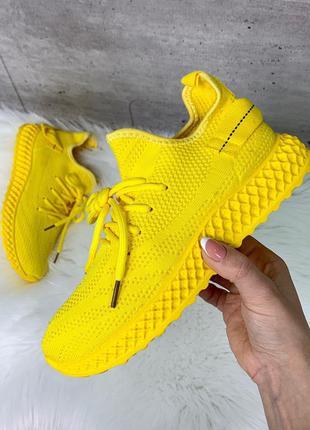 Стильные текстильные кроссовки жёлтого цвета