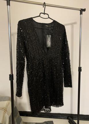 Чёрное платье в пайетки