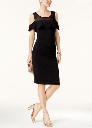 Коктейльное платье с оголенными плечами и полу-прозрачной коке...