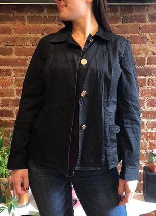 Куртка жакет по фигуре с метал. пуговицами из черного плотного...