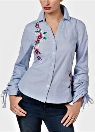 Полосатая рубашка-вышиванка с v-вырезом и акцентными рукавами-...