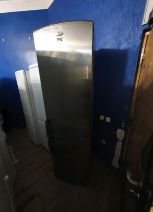 Холодильник Whirlpool silver