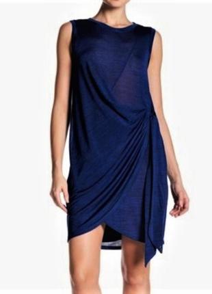 Эффектное платье с драпировкой на запах под поясок, размер m (l)
