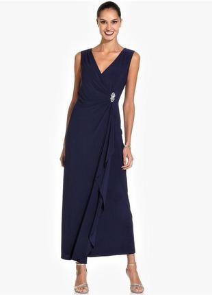 Нарядное платье на запах с асимметричной драпировкой и струящи...