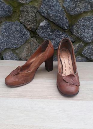 Туфли кожаные на каблуке bronx