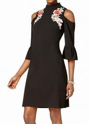 Платье футляр с вышивкой,с вырезами по плечам и рукавами с ман...