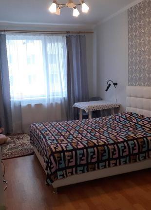 3 комнатная квартира в Малиновском районе большая кухня 12 кв.м.