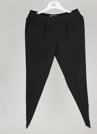 Классические чёрные брюки со стрелкой и боковыми карманами